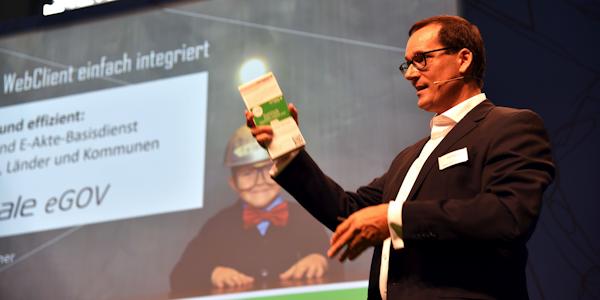 Alexander Dörner stellt den neuen Webclient für dieE-Akte-Lösung nscale eGov vor, ©Ceyoniq Technology GmbH 2018