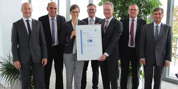 Phoenix Contact erhält Zertifikat nach IEC 62443 von TÜV SÜD, © Phoenix Contact Deutschland GmbH 2018