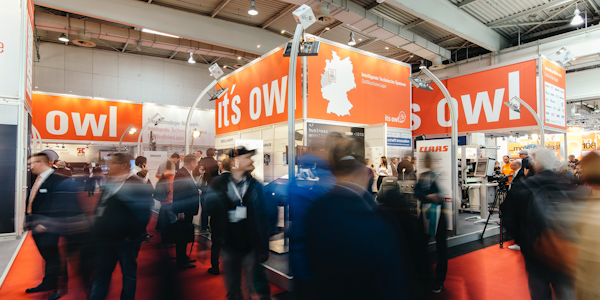 Titelbild: it's OWL-Stand auf der Hannover Messe 2018, © it's OWL Clustermanagement GmbH 2019